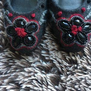 Stuart Weitzman gray shoes stones sz 7 N